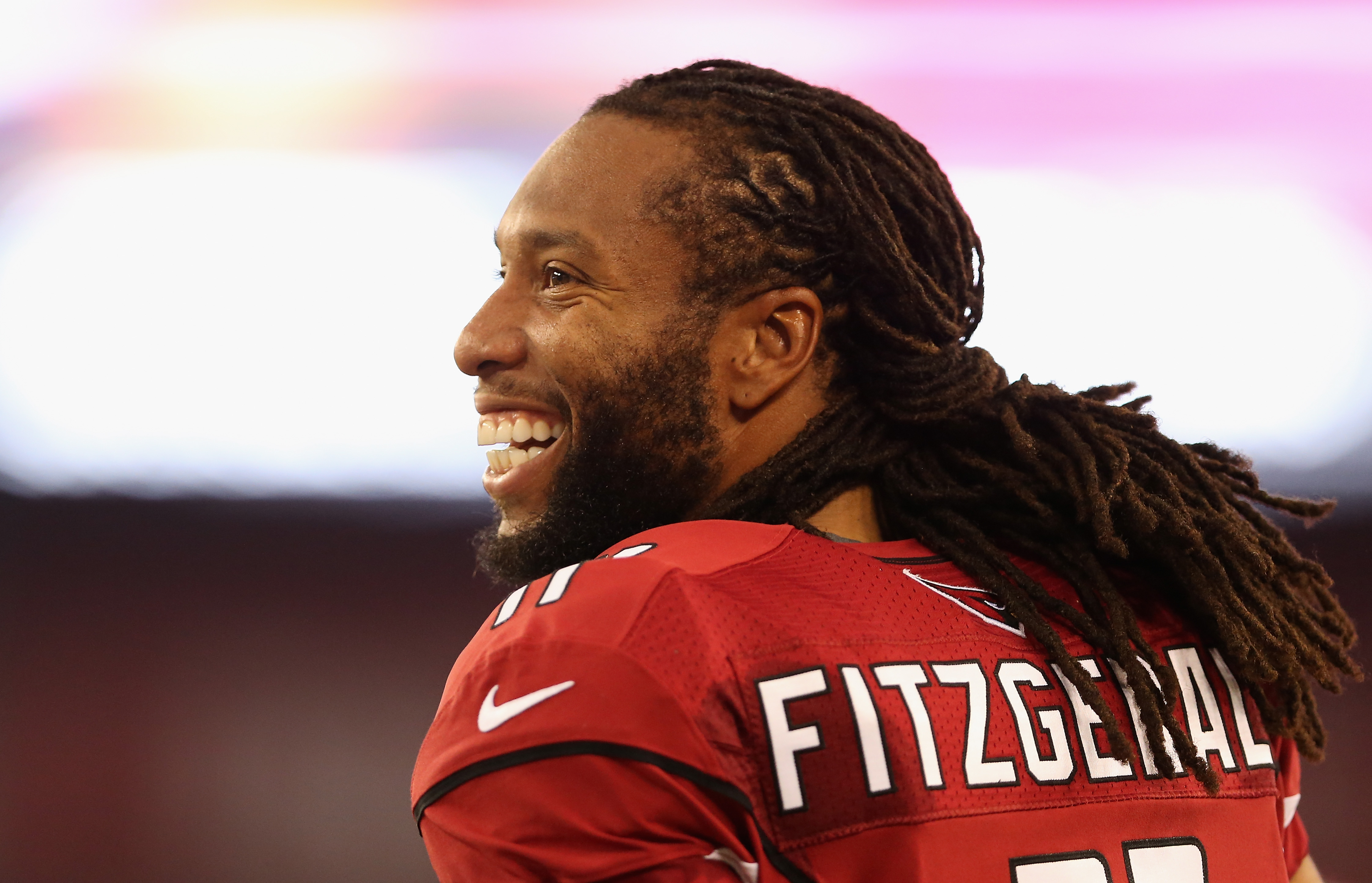 A one-year contract extension with the Cardinals will keep Larry Fitzgerald in Arizona through 2018.