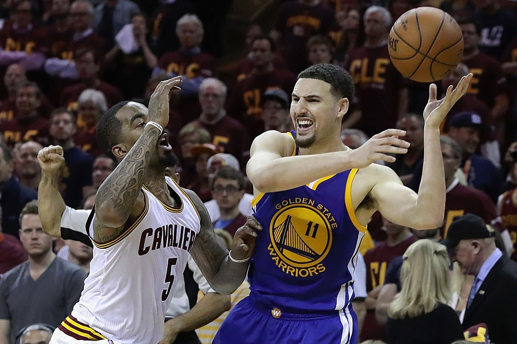 CLEVELAND, OH - JUNE 10:  Klay Thompson #11 of the Golden State Warriors keeps control of the ball while defended by J.R. Smith #5 of the Cleveland Cavaliers during the fourth quarter in Game 4 of the 2016 NBA Finals at Quicken Loans Arena on June 10, 2016 in Cleveland, Ohio.   (Photo by Ronald Martinez/Getty Images)
