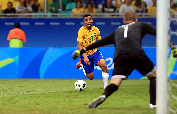 SALVADOR, BRAZIL - AUGUST 10: Gabriel Jesus of Brazil in action during the match Brazil v Denmark on Day 5 of the Rio 2016 Olympic Games at Arena Fonte Nova on August 10, 2016 in Salvador, Brazil. (Photo by Felipe Oliveira/Getty Images)
