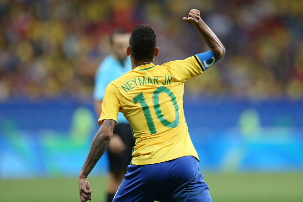 BRASILIA, BRAZIL - AUGUST 07: Neymar Jr #10 Brasil at Mane Garrincha Stadium on August 7, 2016 in Brasilia, Brazil. (Photo by Celso Junior/Getty Images)