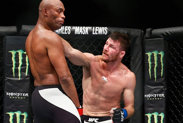 LONDON, ENGLAND - FEBRUARY 27: Michael Bisping of Great Britain (R) knocks out the gumshield of Anderson Silva of Brazil which leads to confusion as Silva fights on without his gumshield during the Middleweight Bout of the UFC Fight Night at The O2 Arena on February 27, 2016 in London, England. (Photo by Christopher Lee/Getty Images)