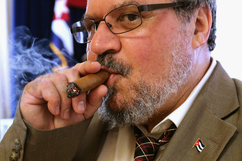 how to get cuban cigars through us customs