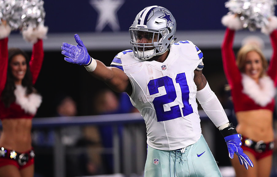 ARLINGTON, TX - DECEMBER 18: Ezekiel Elliott #21 of the Dallas Cowboys celebrates after rushing for a first down during the fourth quarter against the Tampa Bay Buccaneers at AT&T Stadium on December 18, 2016 in Arlington, Texas. (Photo by Tom Pennington/Getty Images)