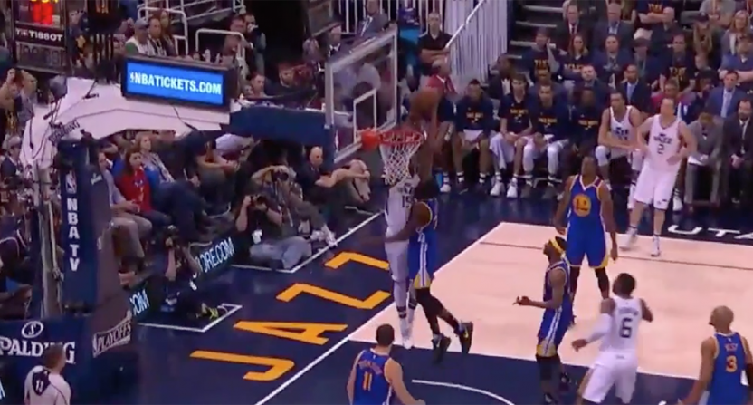 Derrick Favors dunk