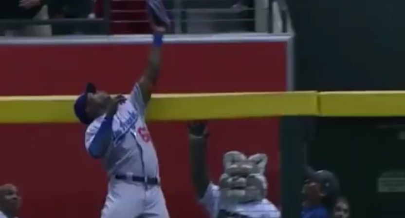 Yasiel Puig made this great catch right in front of the Diamondbacks' mascot.