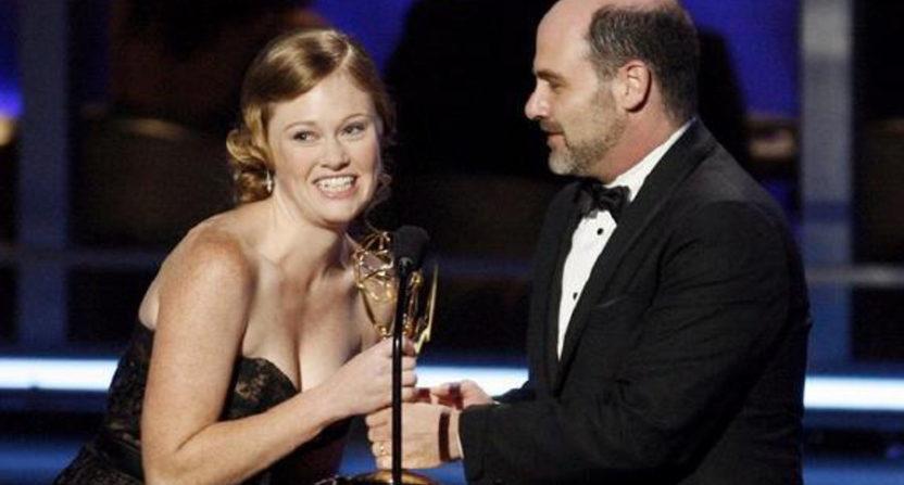 Kater Gordon and Matthew Weiner accepting an Emmy in 2009.