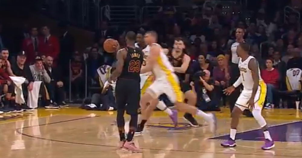 LeBron James Pulled Off Crazy Fake, Then Tossed One-hand