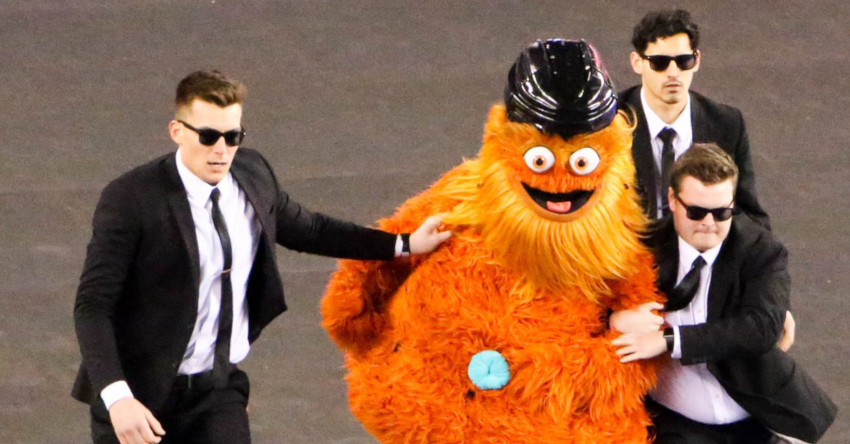 Gritty swung in and later went streaking in the Flyers' Stadium Series win, and other NHL mascots got salty