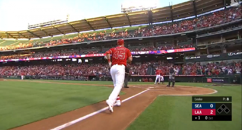 wholesale dealer be4f6 6ecf8 Mike Trout hits 454-foot home run on first pitch he sees in ...