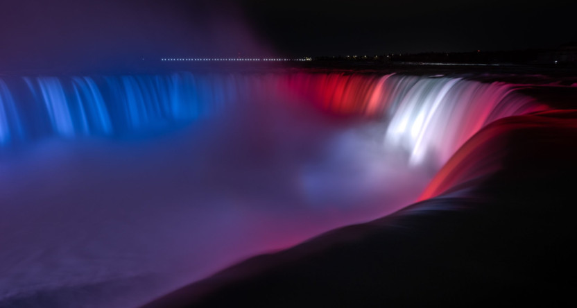 Niagara Falls lit for the Canadiens.