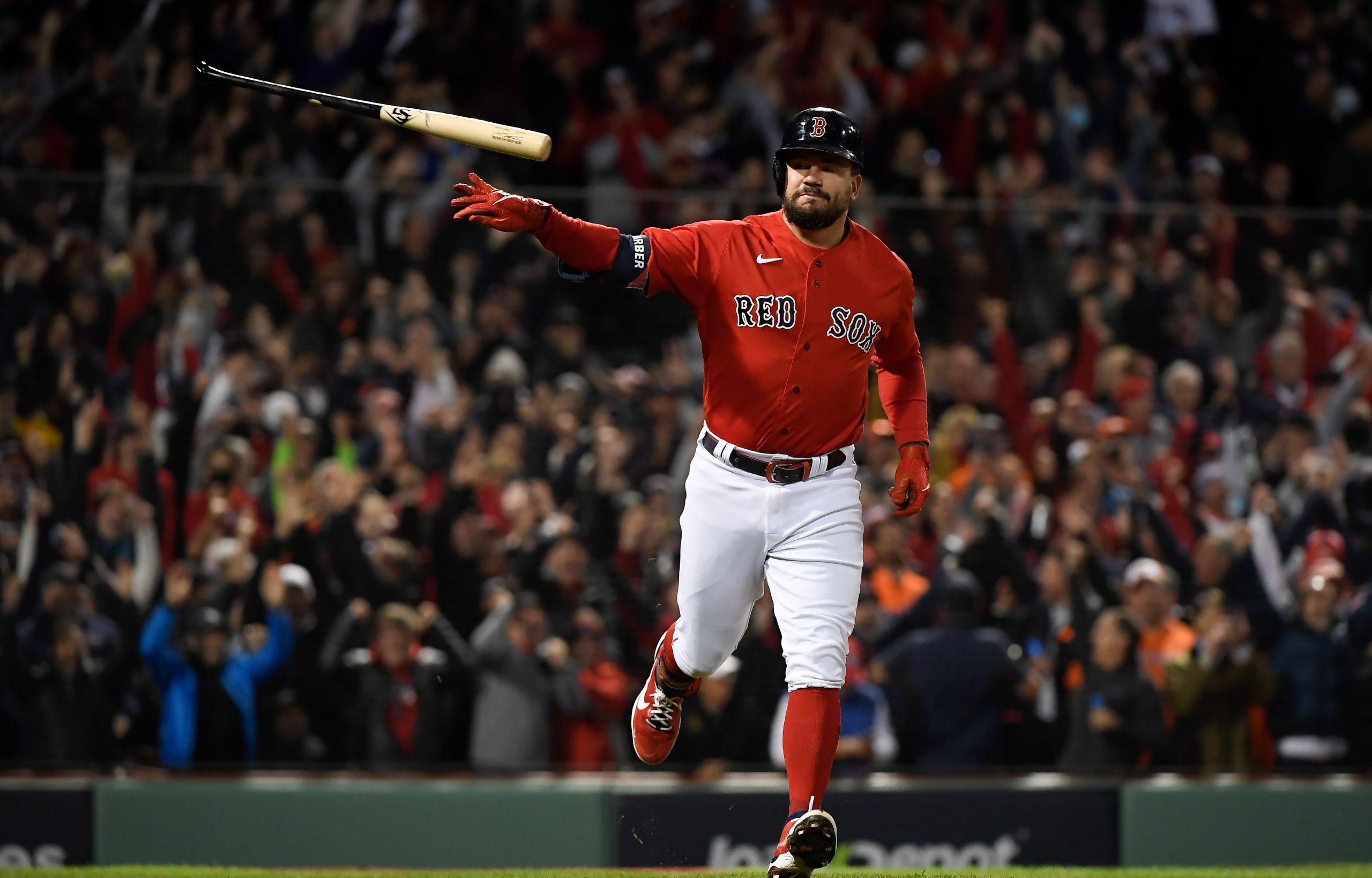 Kyle Schwarber crushes grand slam in ALCS Game 3, Red Sox set postseason slam record