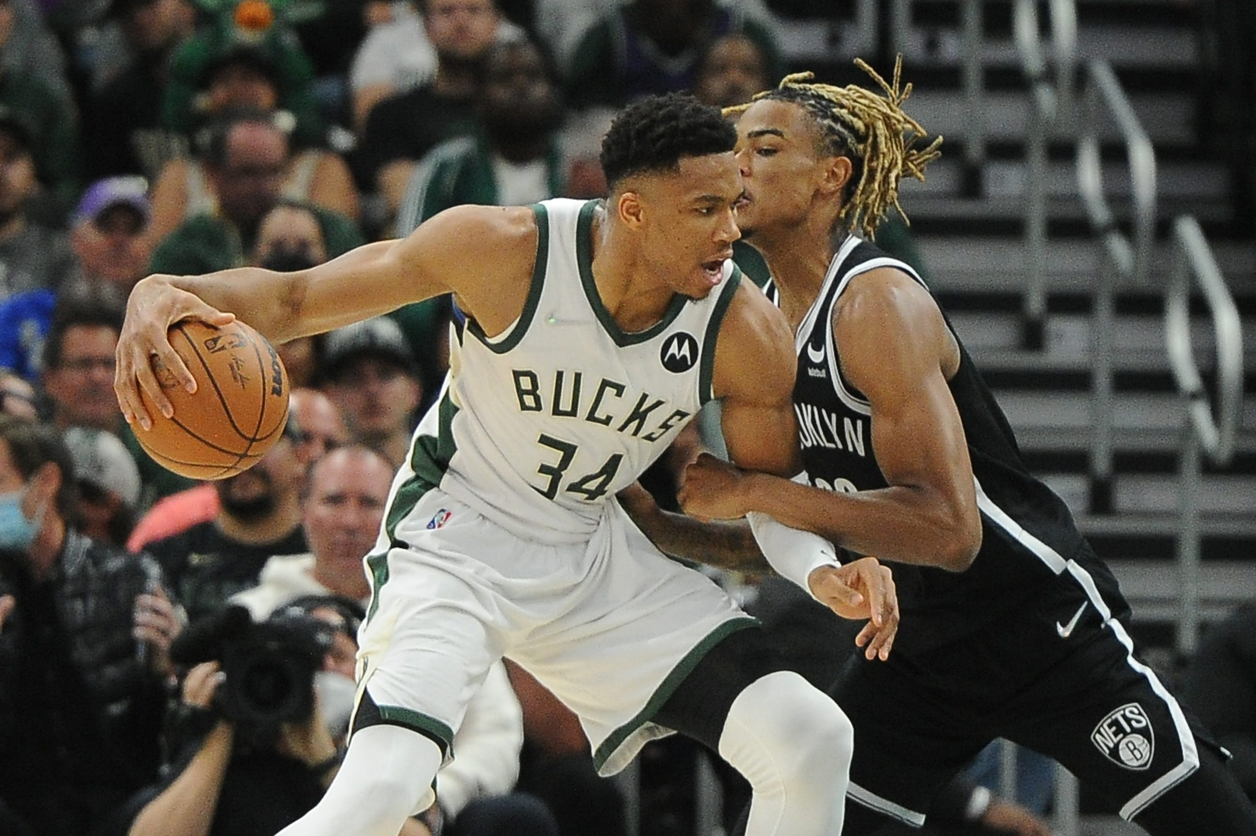 Giannis puts on a show in Bucks' Ring Night win over Nets