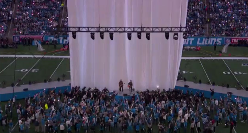 The Brothers Osborne's halftime show saw the stage power go out briefly.