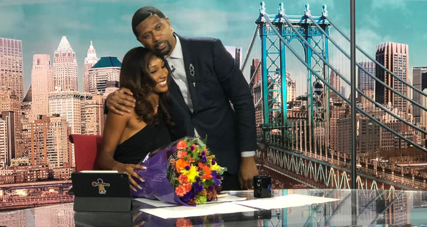 Maria Taylor receiving flowers from Jalen Rose on NBA Countdown.