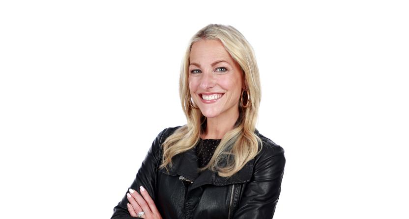 Lindsay Czarniak will host the SRX Series for CBS.