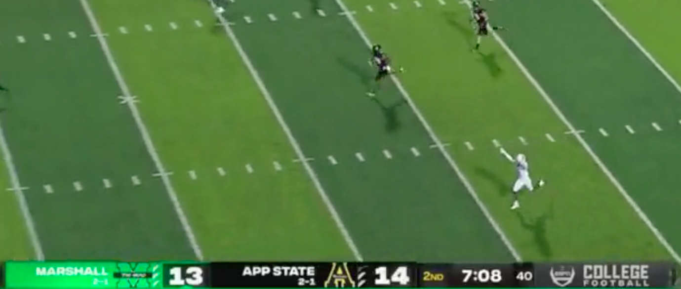 Marshall fakes out everyone, including ESPN's cameraperson, on kickoff return touchdown